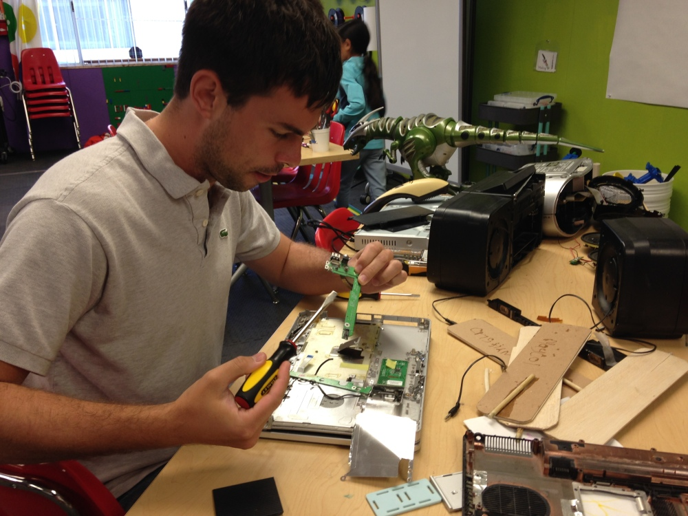 The First Ravenswood Makerspace Open House (5/6)